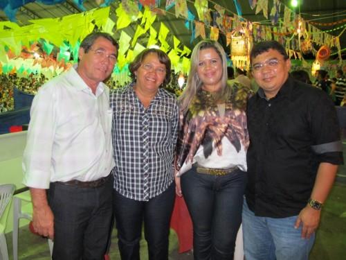 Prefeito de Monte Alegre Severino Rodrigues e primeira dama Aparecida Rodrigues recebendo o casal prefeito Kerginaldo  Pinto e Aline Galdino