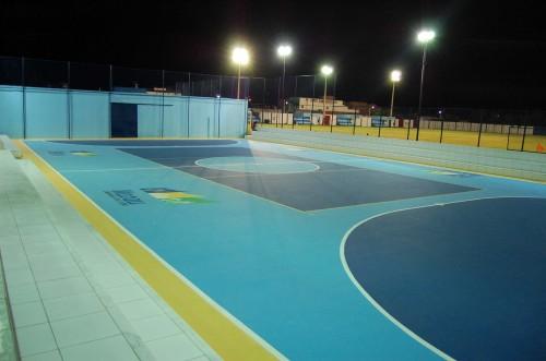 Quadra esportiva inaugurada, anexo ao estádio