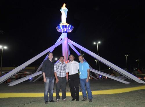 Vice-prefeito Einstein, prefeito Kerginaldo Pinto, padre Lenilson e Castelo Casado