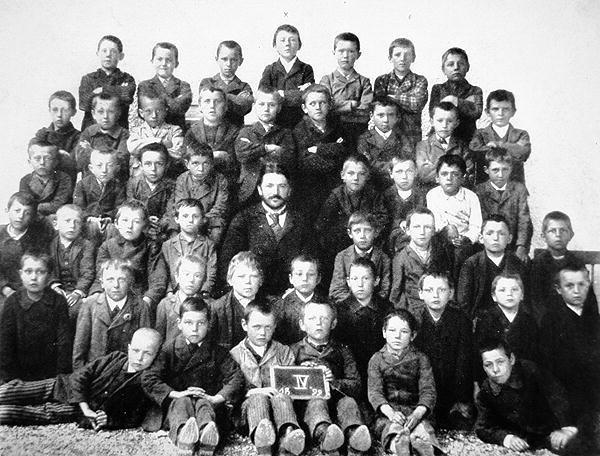 طفولة هتلر