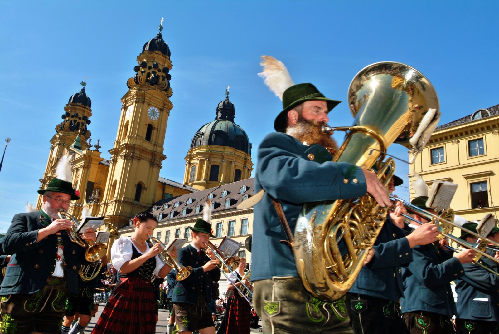 انشطة في المانيا - انشطة طلابية في المانيا - مهرجان أكتوبر