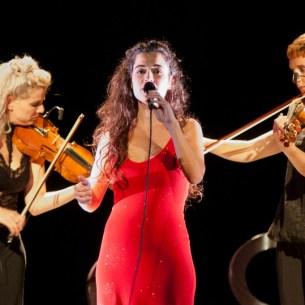 Fotos de Silvia Pérez Cruz el 9 de noviembre de 2017 en el Teatro Principal. Por Ángel Burbano