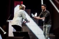 Lady Banana recoge el premio de Diego Stabilito. Foto, Marcos Cebrián