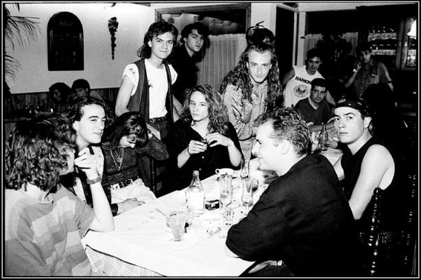 Cena de amigos. Héroes del Silencio, Ricón de Goya - Zaragoza - 1988. Foto-de Javier Clos