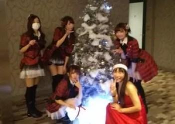 クリスマスに最適なサンタのマジックショーを派遣