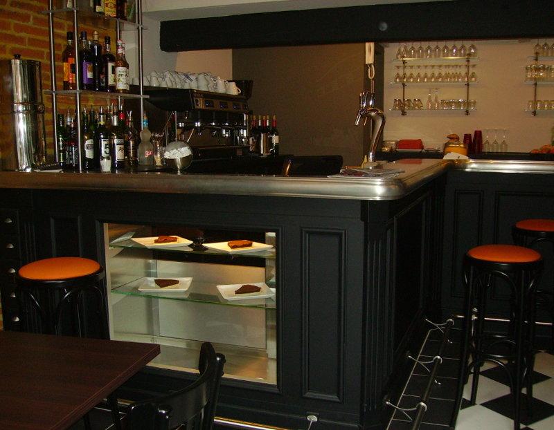 Meuble bar ARANDA-MAS en étain avec vitrine