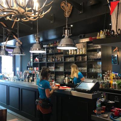 Bar à la décoration classique et moderne