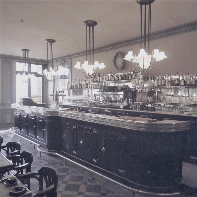 Bar typique des grandes brasseries parisiennes des années 30 en étain.