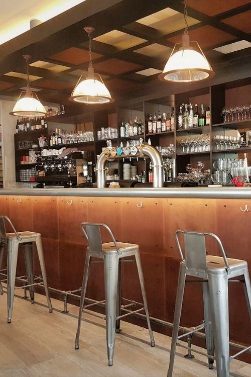 Comptoir de bar en zinc
