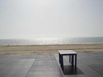 mesa-junto-al-mar