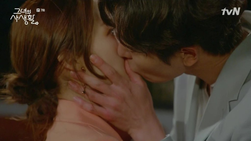 "ALT=""her private life kissing scene of ryan gold and deok mi"""