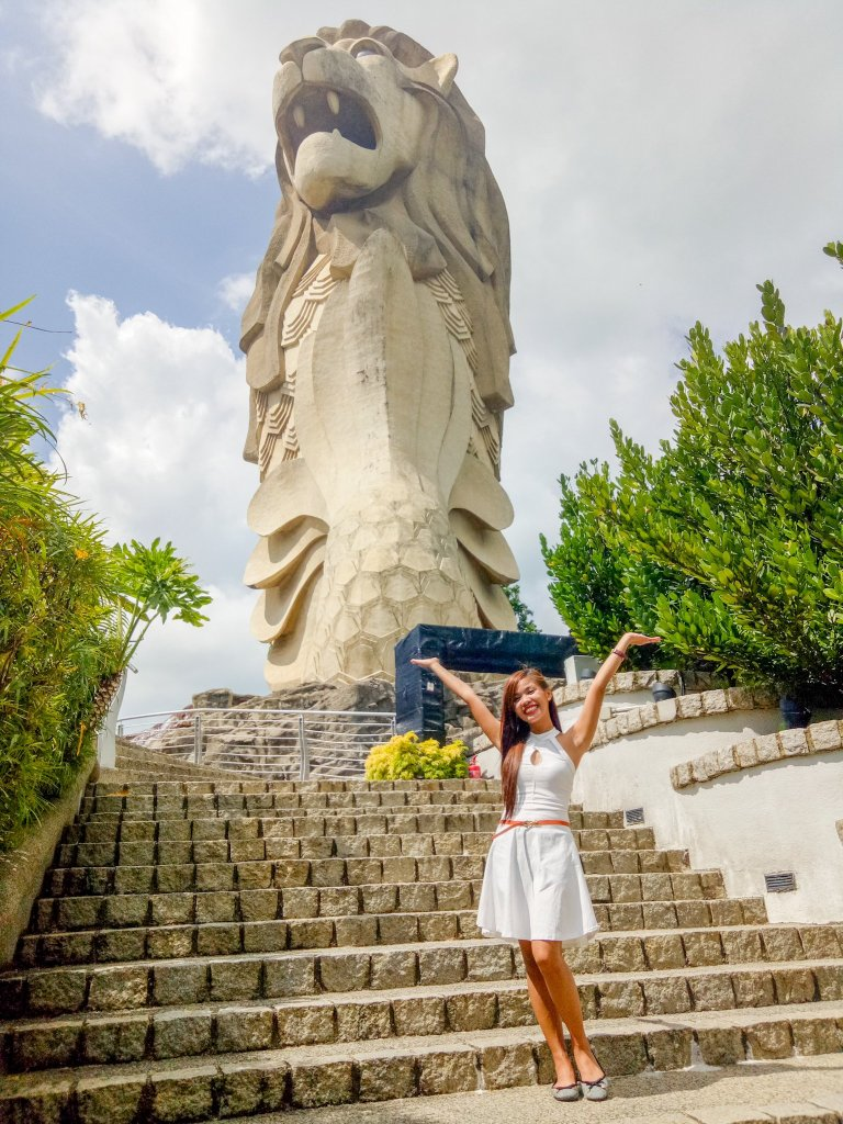 """ALT=""""singapore travel guide and the merlion statue at universal studio"""""""