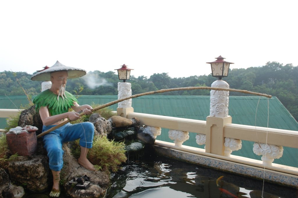 """ALT=""""cebu travel guide and taoist temple in the city"""""""