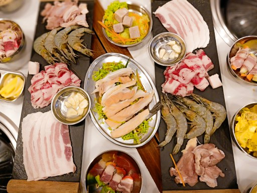 """ALT=""""hungry jomo asian grill restaurant sm bacoor"""""""