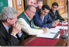 Junaeb y municipios firman convenios para trabajar con embarazadas, madres y padres adolescentes