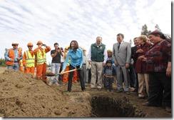 La ministra de Obras Públicas, Loreto Silva, instala la primera piedra de la nueva vía en Labranza, que permitirá  descongestionar el tránsito vehicular en el eje Temuco-Carahue, paso que actualmente se desarrolla a través de una sola vía bidireccional.
