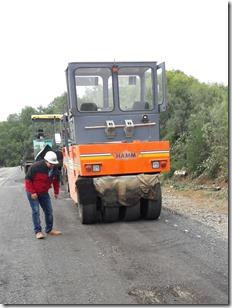 Camino Inspector Fernandez  –  acceso a Termas de Tolhuaca trabajos de concreto asfaltico sobre el 45%  (1)