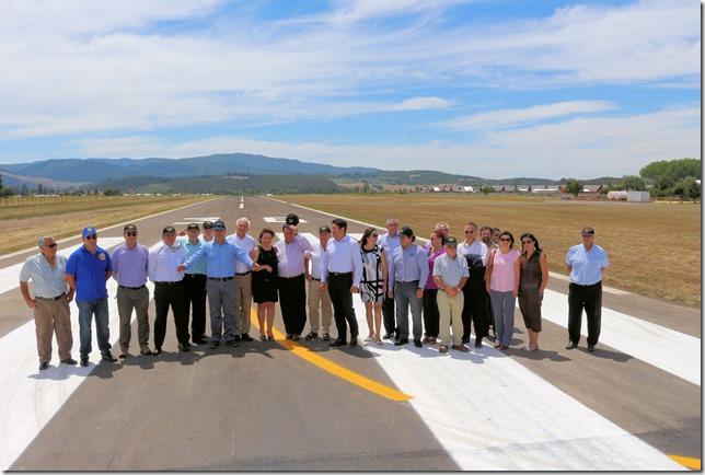 Ministro Undurraga y director nacional de aeropuertos visitan aeródromos de Angol y Curacautín  (1)