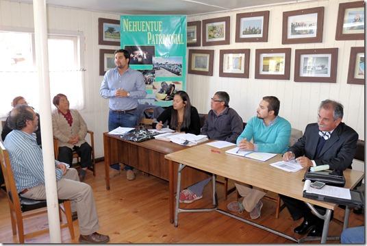 Comunidad de Nehuentúe se reunió con autoridades para abordar temas de desarrollo en la localidad costera (2)