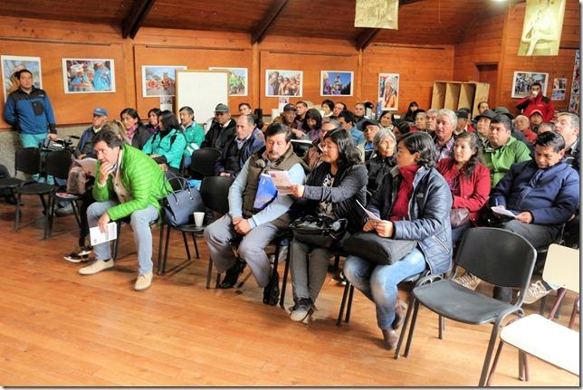 Comunidades Mapuche de Curarrehue abordaron ejecución de mejoramiento en 37 caminos  (4)