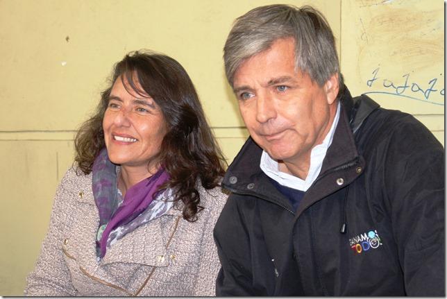 Ximena Oñate y MayneNicholls observan practica deportiva