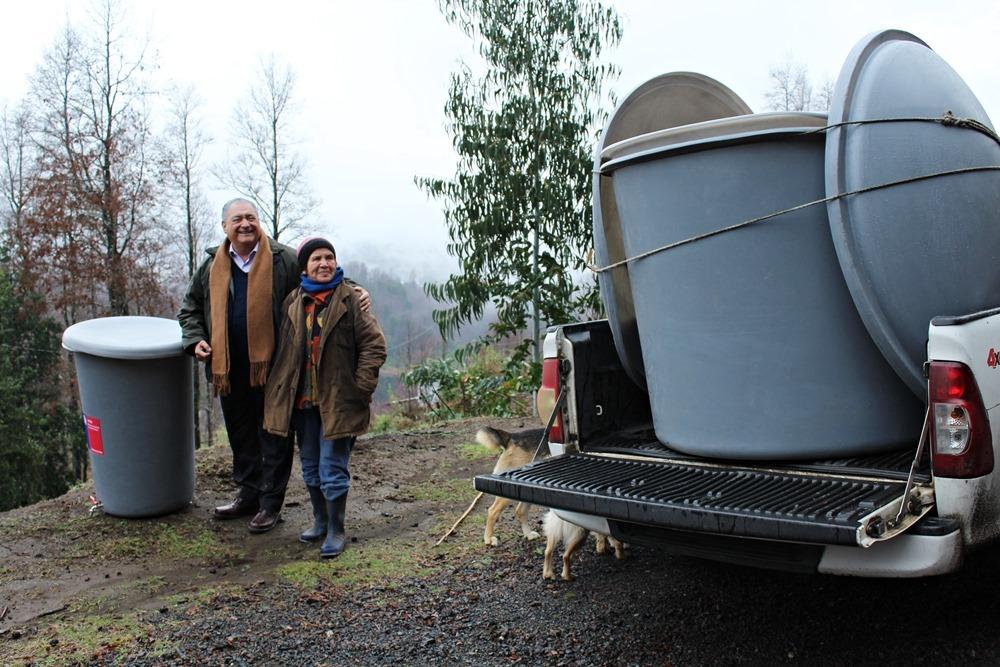 municipio de pucn realiza entrega de estanques de agua a vecinos de sectores rurales