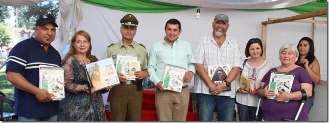FOTO niños reciben libros 7