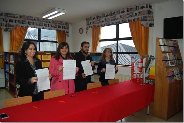 La firma de convenio se efectuó con los alcaldes y directores de los establecimientos de ambas comunas 2