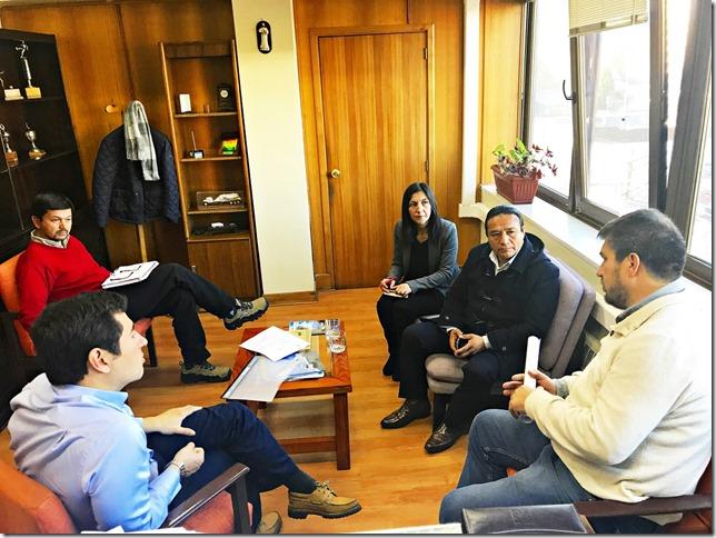Director Manuel Robles recibe al alcalde de Lumaco para abordar temas de caminos en la comuna (4)