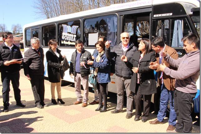 FOTO PRINCIPAL En Gorbea Inauguran nuevo bus escolar y entregan 220 tarjetas para estudiantes vulnerables
