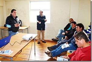 Autoridades y Dirigente de Carahue conocieron en Reunión de Participación Ciudadana avances en trabajos del Contrato de Conservación Global Sector Costa  (3)