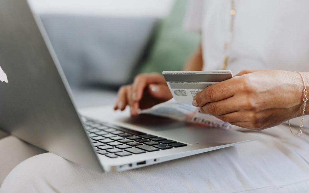 woman card laptop