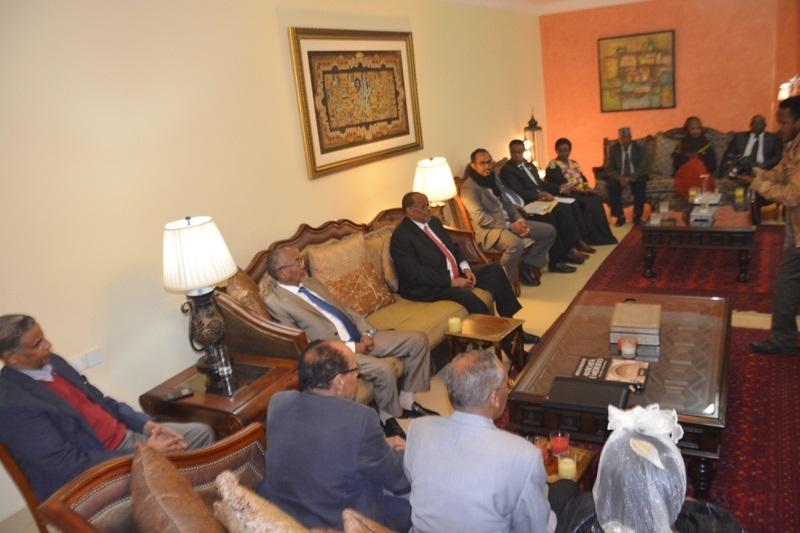 Madaxweyne Siilaanyo oo la kulmay safiiradda iyo masuuliyiinta wasaaradda Arrimaha Dibadda Somaliland