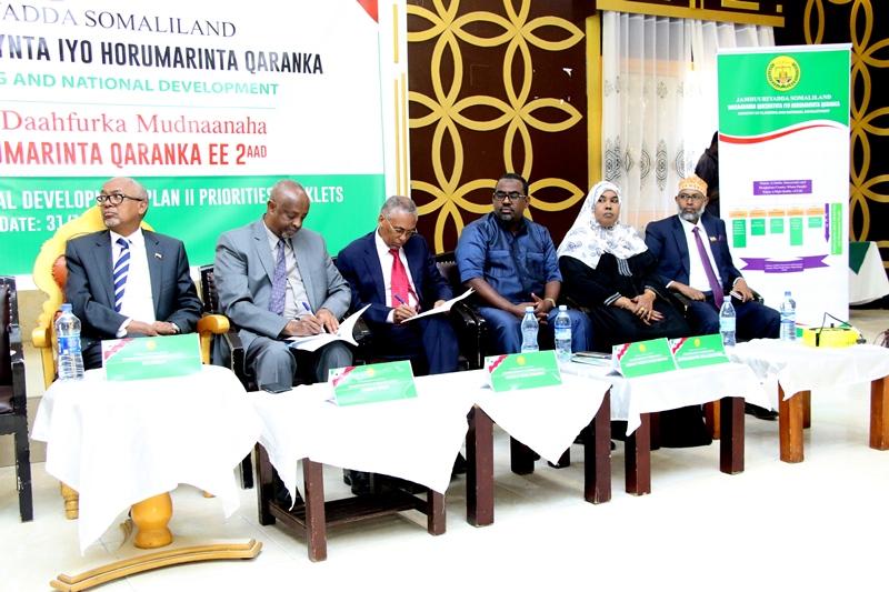 Madaxweyne ku xigeenka Somaliland Iyo Masuuliyiinta kale ee ka qaybgalay shirka Horumarinta Qaranka. 31 Dec, 2018.