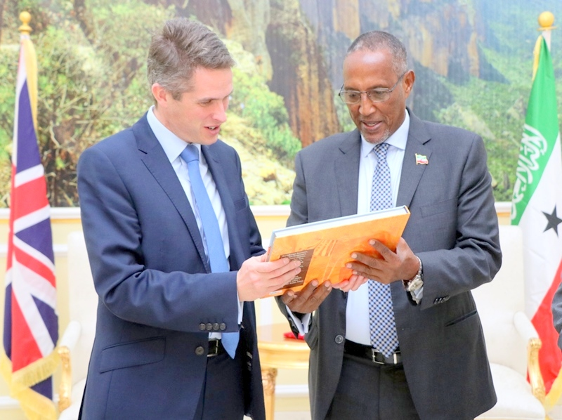 Madaxweynaha Jamhuuriyadda Somaliland Muuse Biixi Cabdi iyo Xoghayaha difaaca Britain Mr. Gavin  Alexander Williamson, 6 January 2019.