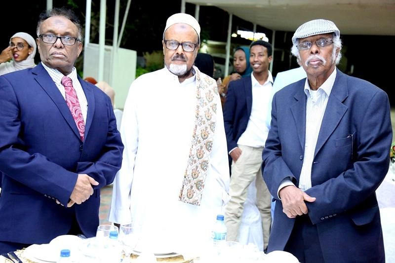 Midig,  Aqoonyahan Siciid Jaamac Xuseen, dhexda Aqoonyahan Maxamuud Sh Dalmar,  Bidix  Aqoonyahan Siciid Saalax 20 July 2019 Madaxtooyadda Somaliland Hargeysa.