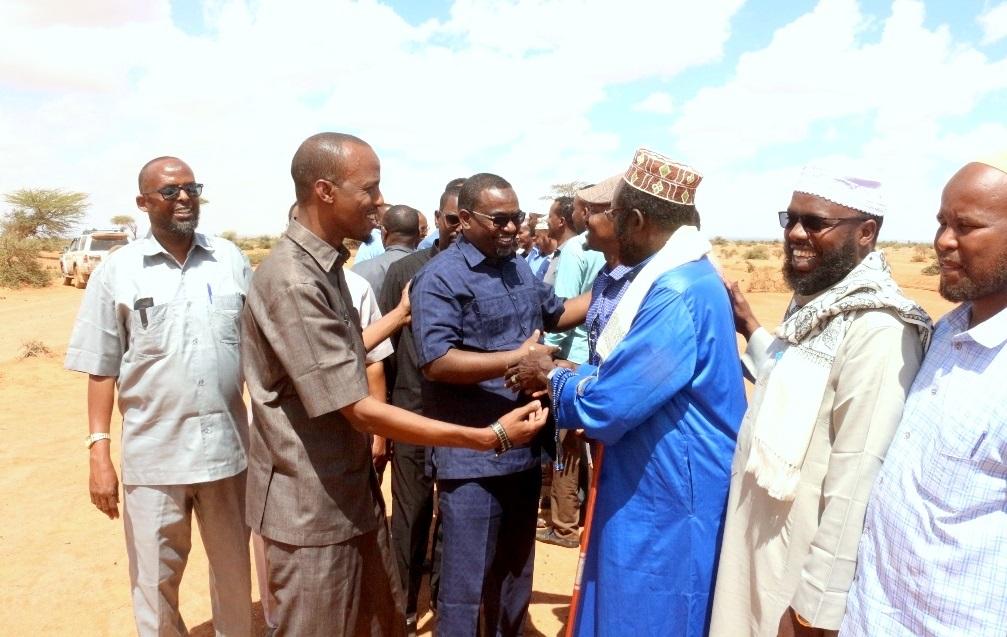 Wasiirka Gaadiidka iyo Horumarinta Jidadka ee dalka Jamhuuriyadda Somaliland Cabdillaahi Abokor oo kormeeray waddada isku xidhaysa Hargeysa iyo Balli-gubadle.