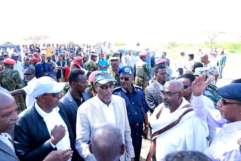 Madaxweynaha Somaliland Muuse Biixi cabdi oo ka qayb-galay aaska Marxuum Axmed-yaasiin Xaaji cabdullaahi Abu-site  28 Jan 2020,, Xabaalaha Xaraf ee Dulleedka Hargeysa.
