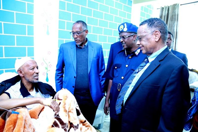 Madaxweyne Muuse Biixi Oo Cusbitaalka Ku Booqday Madaxweyne Ku Xigeenkii U Horeeyey Ee Somaliland Mujaahid Xasan Ciise Jaamac 21 Jan 2020. Araweelo News Network