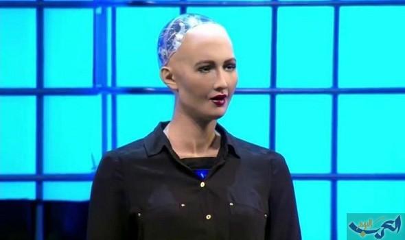 الروبوت صوفيا يخطف أنظار رواد مبادرة مستقبل الاستثمار بشكله وقدراته