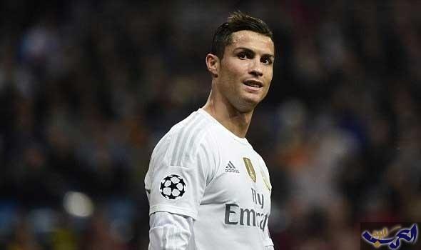 البرتغالي كريستيانو رونالدو يفوز بجائزة الكرة الذهبية للمرة الخامسة