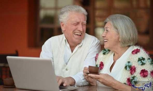 كبار السن يُزاحمون الشباب على موقع التواصل فيسبوك