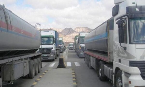 نائب لبناني بارز يكشف بالفيديو إرسال الوقود والمواد الغذائية إلى سوريا بطرق غير شرعية