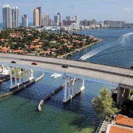 Don't Fauci my Florida – Der Gouverneur von Florida verkauft Produkte
