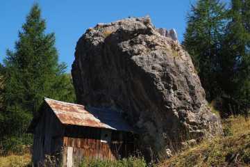 hut overhangend