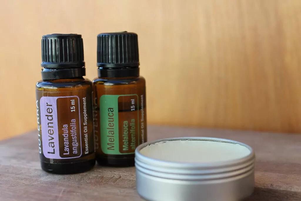 2 flacons d'huile essentielle