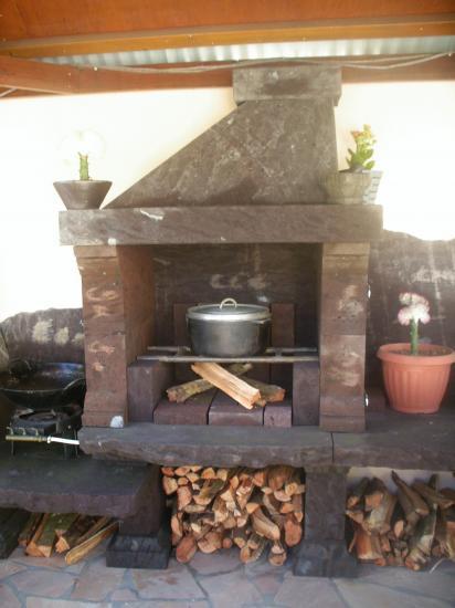 cuisine dt au feu de bois et barbecue de la villa