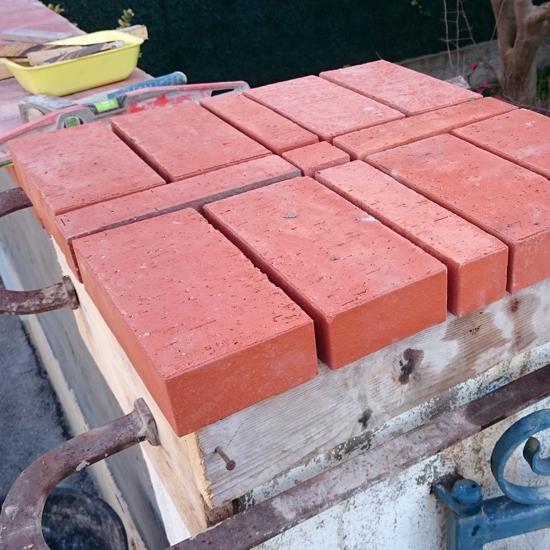 pilier en pierre de bormes chapeau de pilier en terre cuite