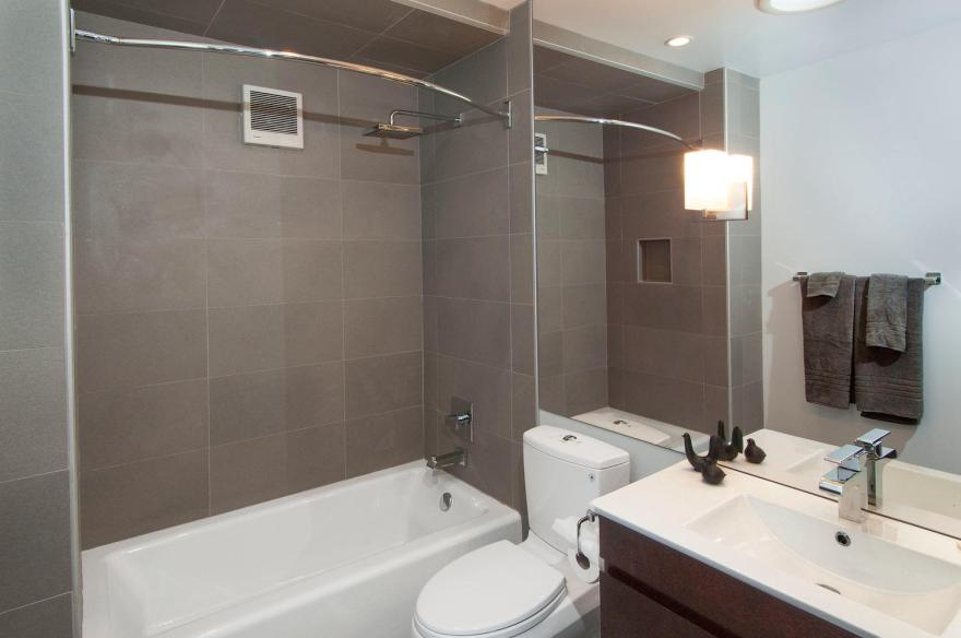 731 W 3rd St Bloomington IN-large-028-024-Bathroom-1500x997-72dpi