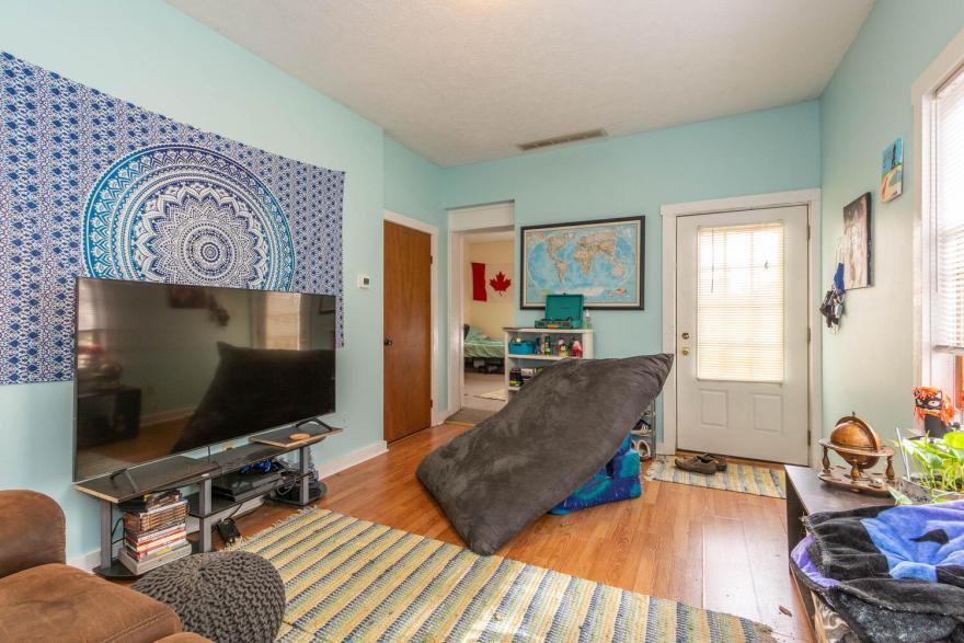 208 S Rogers Street Apt 2-large-002-004-Living Room-1500x1000-72dpi